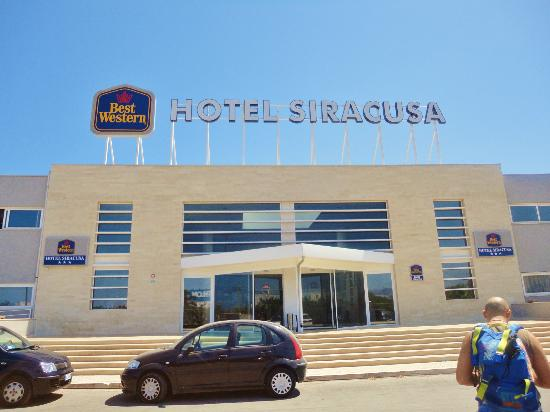 Ingresso dell 39 hotel picture of hotel siracusa melilli for Hotel resort siracusa