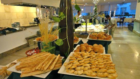 Playacar Palace: buffet......cafe del mar..