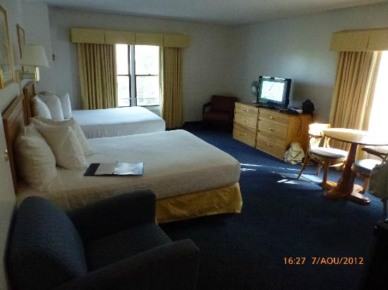 Constitution Inn: View of the Bedroom, room 432 (separate room)