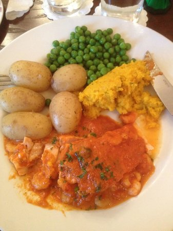 New Waggoners: Salmon with prawn sauce served with new potatoes & veg