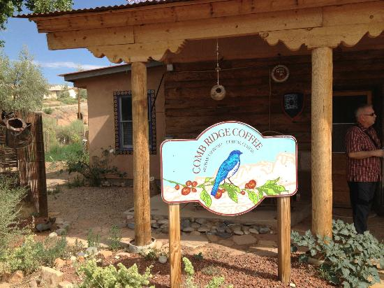 Comb Ridge Eat and Drink: Excellent coffee in an unexpected place