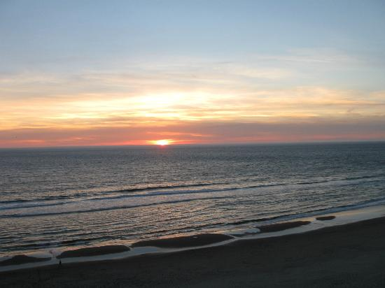 Nordic Oceanfront Inn: Sunset from the Third Floor!