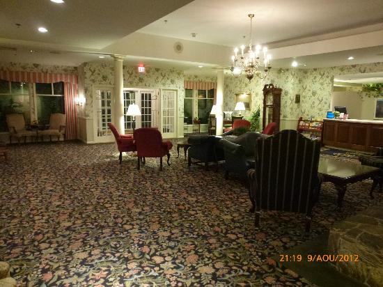 White Mountain Hotel and Resort: Hall of the Hotel