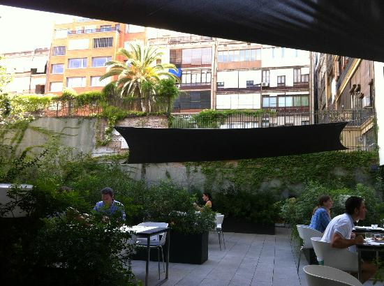 Alma Barcelona: Breakfast patio