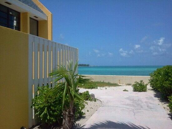 Blue Water Resort on Cable Beach: l'entr?e