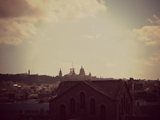 Mesón Castilla Atiram: Vistas a Montjuic desde el baño