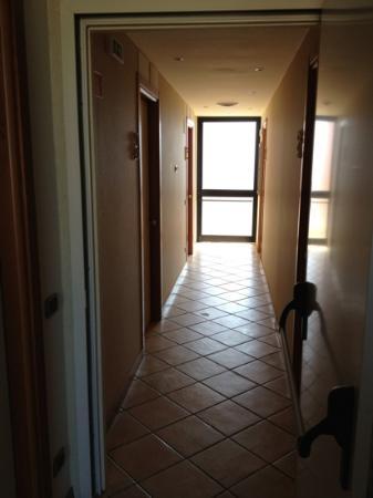 Hotel Bracciotti: Flur in der Villa