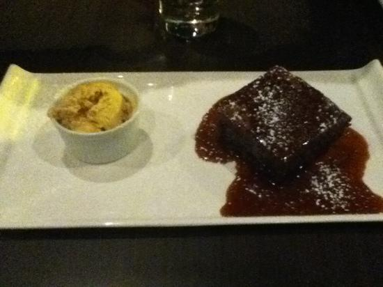 The Brasserie @ Mercure hotel Piccadilly Manchester: sticky toffee pudding with vanilla ice cream