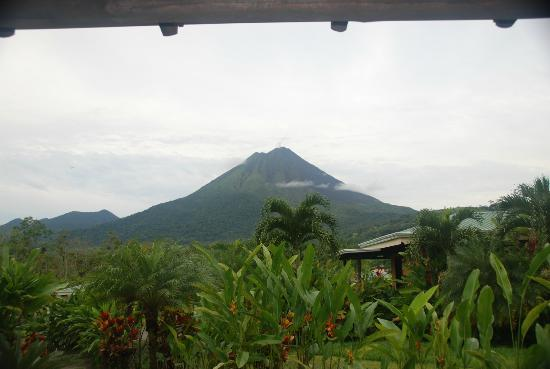 Arenal Manoa Hotel: view from our room...Arenal Volcano!