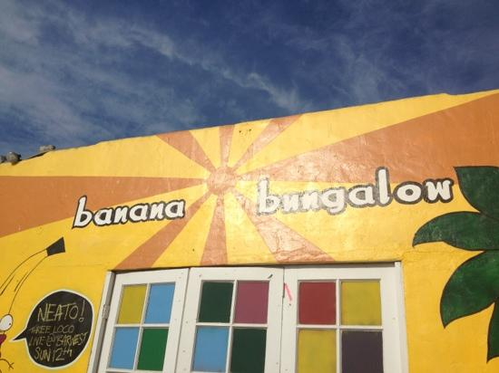 ITH Beach Bungalow Surf Hostel: banana bungalow