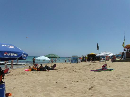 Mandalena ApartHotel: Beach