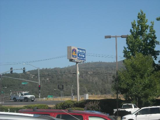BEST WESTERN PLUS Sonora Oaks Hotel & Conference Center : Right off the highway