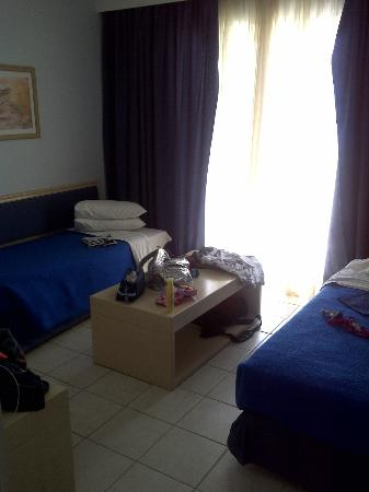 Dimitra Beach Hotel: 2nd bedroom