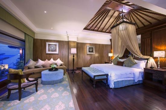 The St. Regis Bali Resort: Grande Astor Suite Bedroom