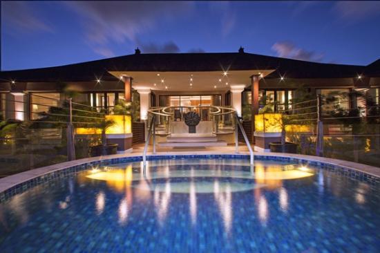 The St. Regis Bali Resort: Grande Astor Suite Infinity Pool