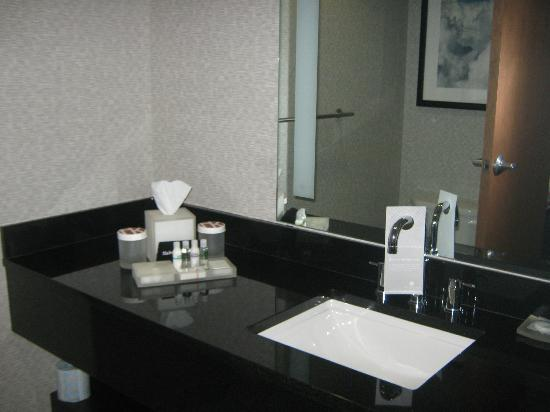 The Hotel at Kirkwood Center: Bathroom