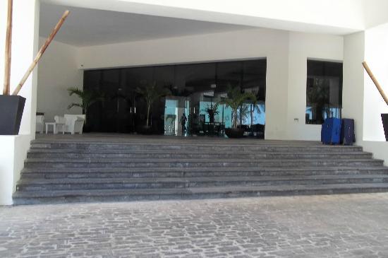 Oasis Tulum: Main entrance
