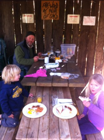 Jemby-Rinjah Eco Lodge: Fathers Day Bush Breakfast
