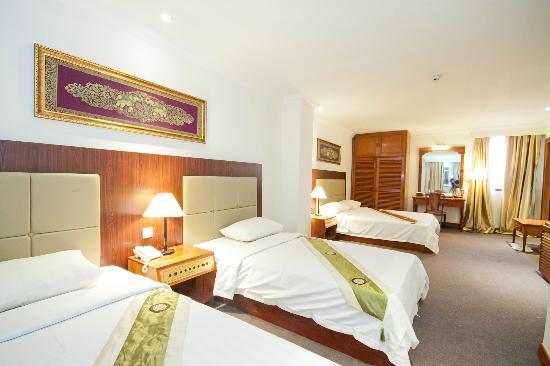 Diamond Hotel: Deluxe Triple Room