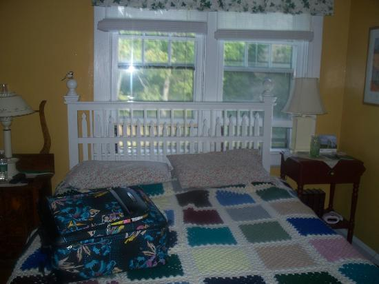Tree Seat B&B: Queen Size bed