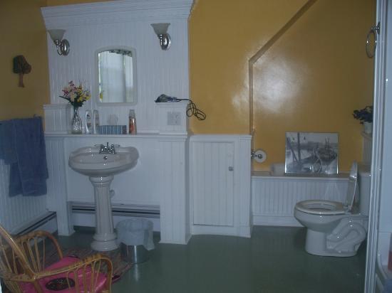 Tree Seat B&B: Bathroom