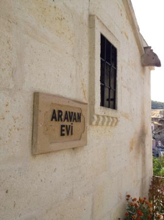 Aravan Evi Restaurant : entrance to courtyard of Aravan evi
