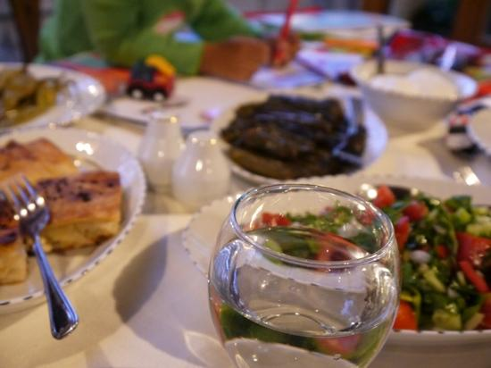 Aravan Evi Restaurant: dinner with delicious appetisers
