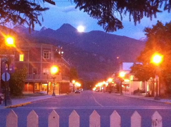 Rosewood Cafe: Moonrise Over the Kootenay's