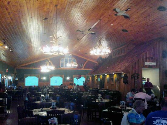 Sprague's Maple Farm: Attractive dining room.