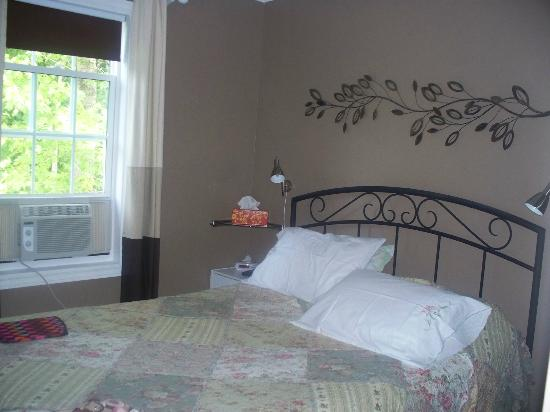 The Poplar B&B: Poplar View Room with Queen Bed