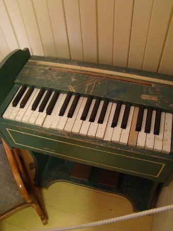 Dionne Quints Museum: toy piano