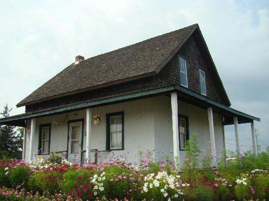 Dionne Quints Museum: Dionne Quints house