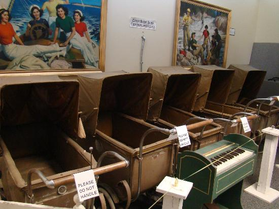 Dionne Quints Museum: Prams