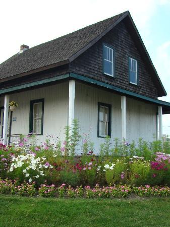 Dionne Quints Museum: Dionne house