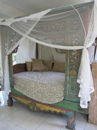 Desa Sanctuary, The Village : Daybed for dizzy spells....