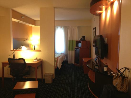 Fairfield Inn & Suites Minneapolis Bloomington/Mall of America: Room Suite