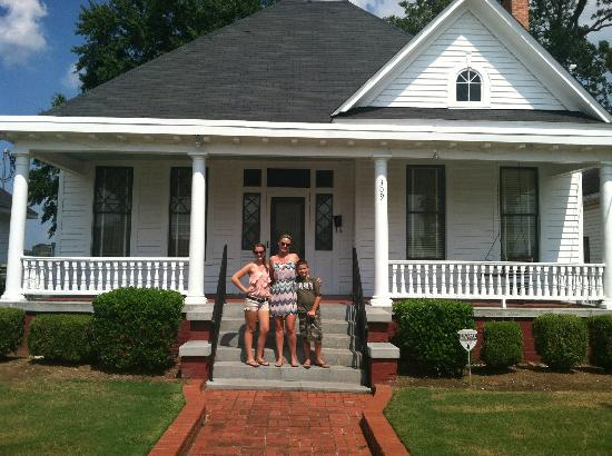 Dexter Parsonage Museum - Dr. Martin Luther King home: Parsonage