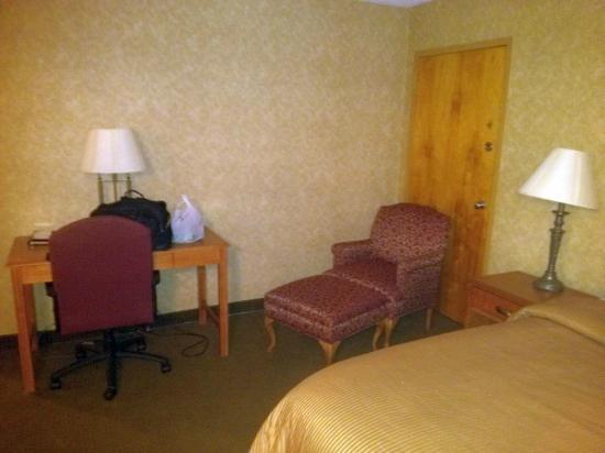 Clarion Inn & Summit Center: Desk/Chair 602