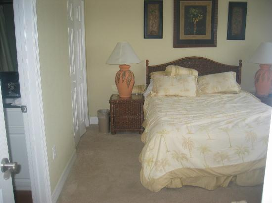 Madeira Bay Resort: master bedroom. queen bed with separate bathroom with tub and shower