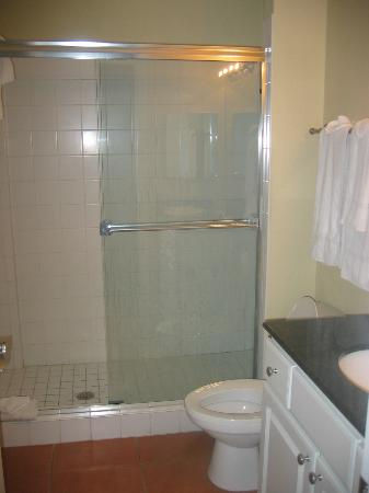 Madeira Bay Resort: Second bathroom