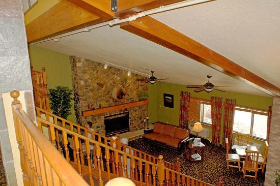 AmericInn Lodge & Suites Rapid City : View of sitting room from upstairs