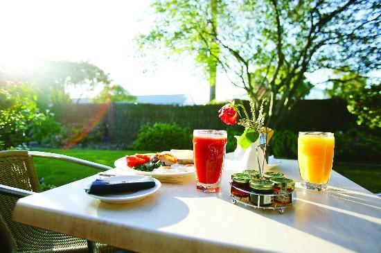 Hotel Bruce County: Breakfast on your Garden Suite terrace