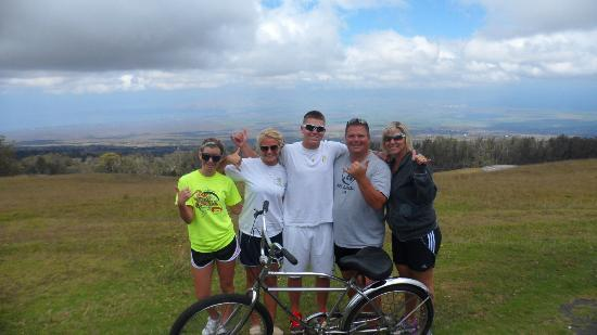Paia, Hawái: Me & family at our first photo stopping point. Maui Easy Riders are Great!!