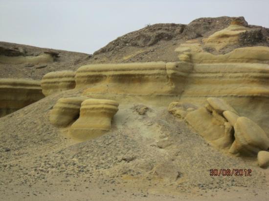 Playa la virgen : Cerros torneados por el viento