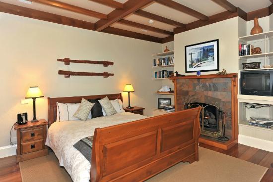 Shelbourne Villa: Master Suite