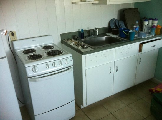 Jolly Roger Inn & Pier : This is the kitchen in the efficiency. Notice no microwave.