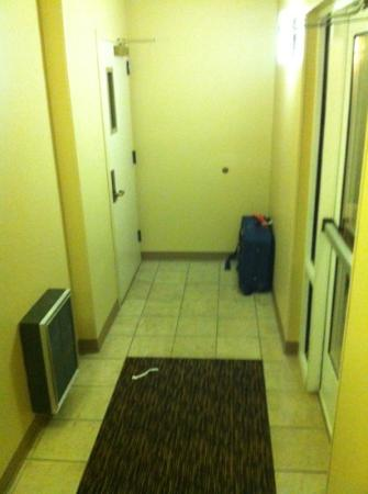 Extended Stay America - Meadowlands - East Rutherford: abandoned bag in fire exit area