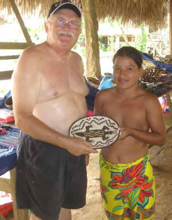 Embera Tours Panama: Purchasing authentic Embera basket