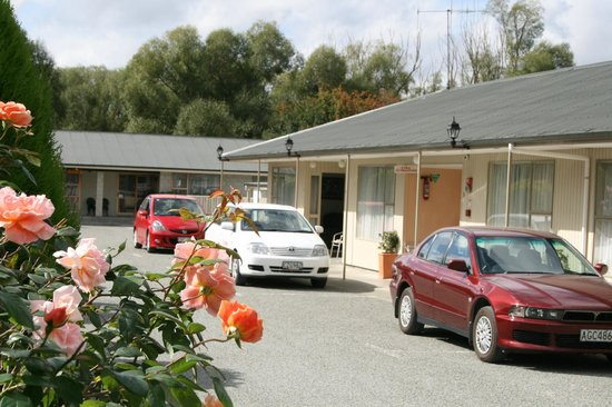 Aorangi Motel: Out side view