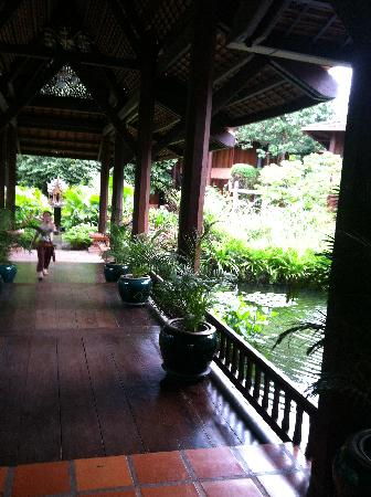 Angkor Village Resort: Part of Main Lobby leading to rooms